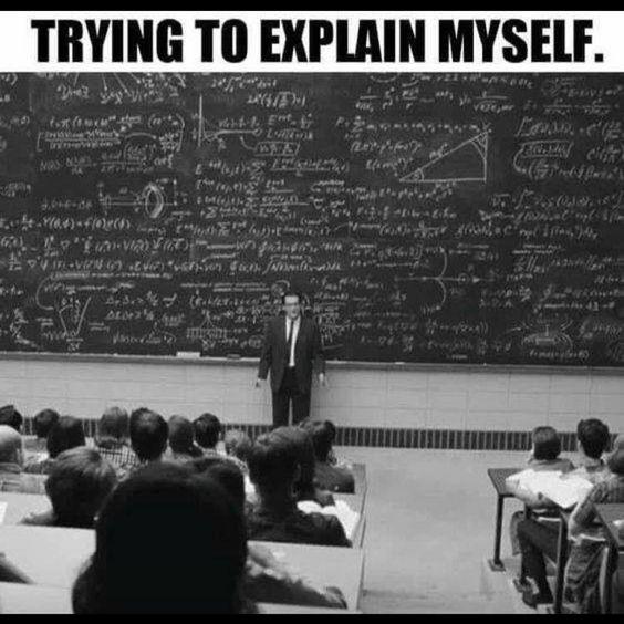 """Un prof est debout dans un amphithéâtre d'université. On voit un immense tableau noir derrière lui rempli de formules mathématiques. La légende dit : """"en essayant de m'expliquer""""."""